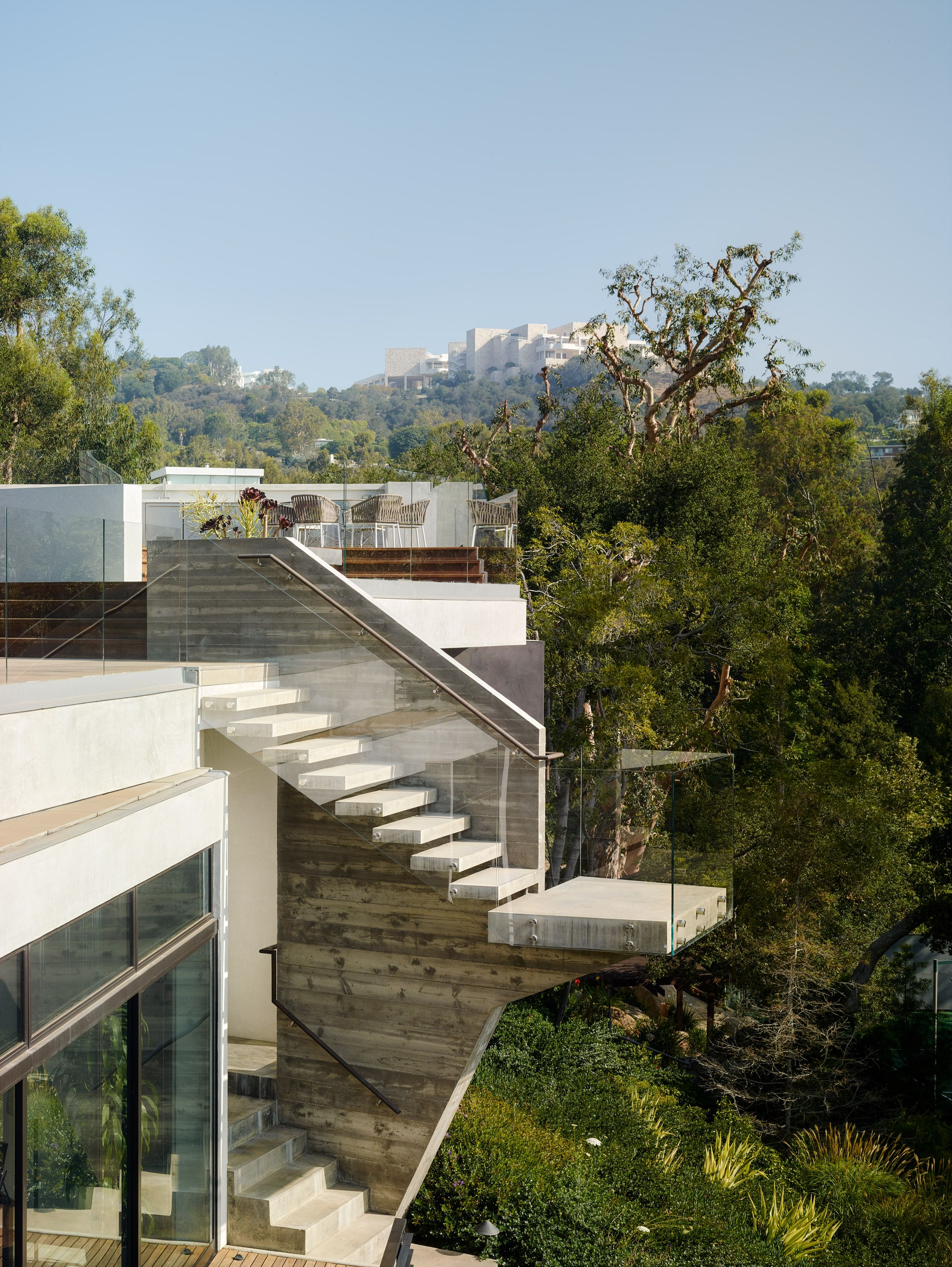 Eric rosen embeds asymmetrical house into los angeles hillside