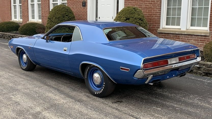 Nice Awesome 1970 Dodge Challenger R T 1970 Challenger R T Hemi 4 Speed Clone 2018 2019 Dodgechargerclassiccars Dodge Challenger Dodge Classic Cars