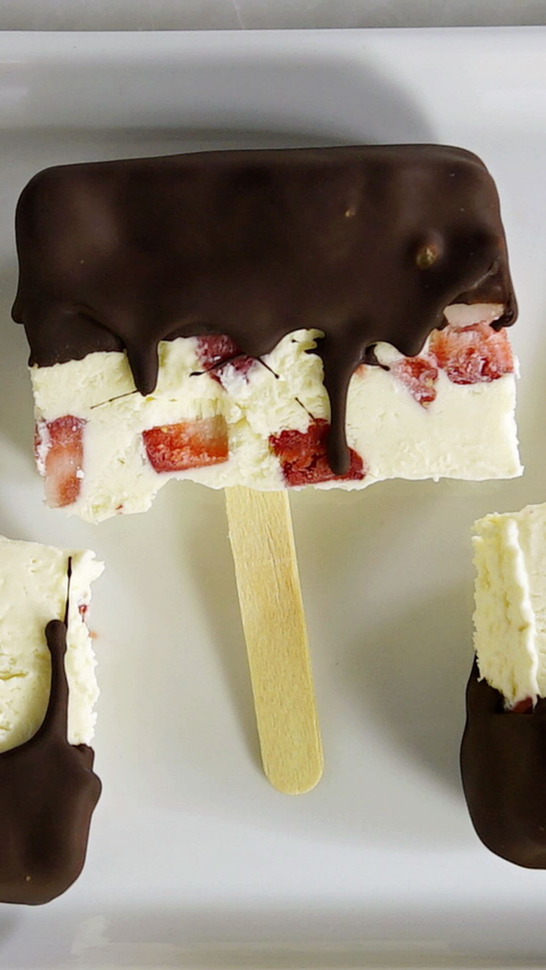 Strawberries and Cream Popsicles #diyfood