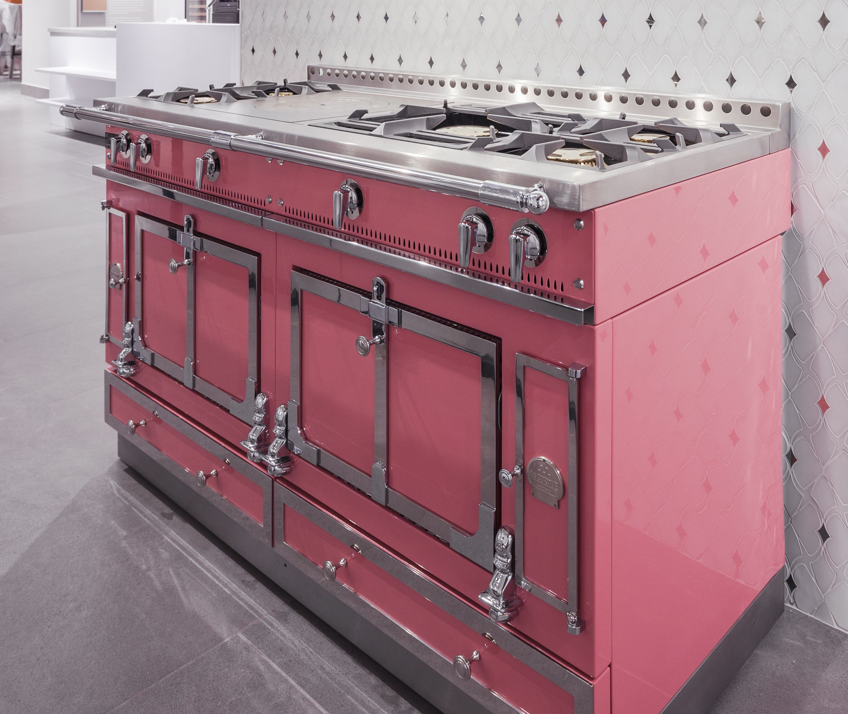 La cornue pink chateau at pirch soho it comes in 30 other colors pirch s - La cornue chateau 150 ...