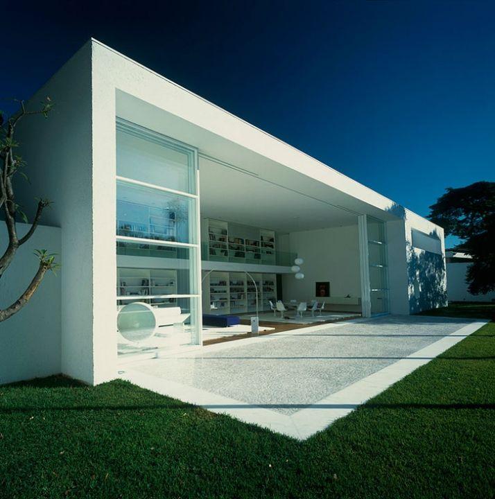 Elegant Gama Issa House By Marcio Kogan