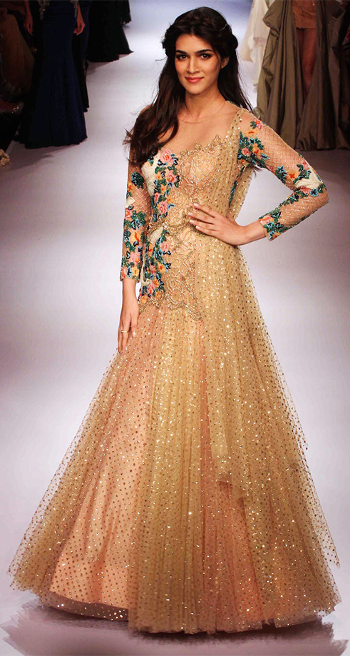 Kriti Sanon walks the ramp in a beautiful dress at the LFW 2015 ...