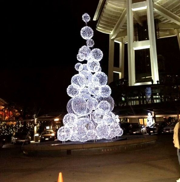 Huge Christmas Tree Ideal For Commercial Areas Like Malls