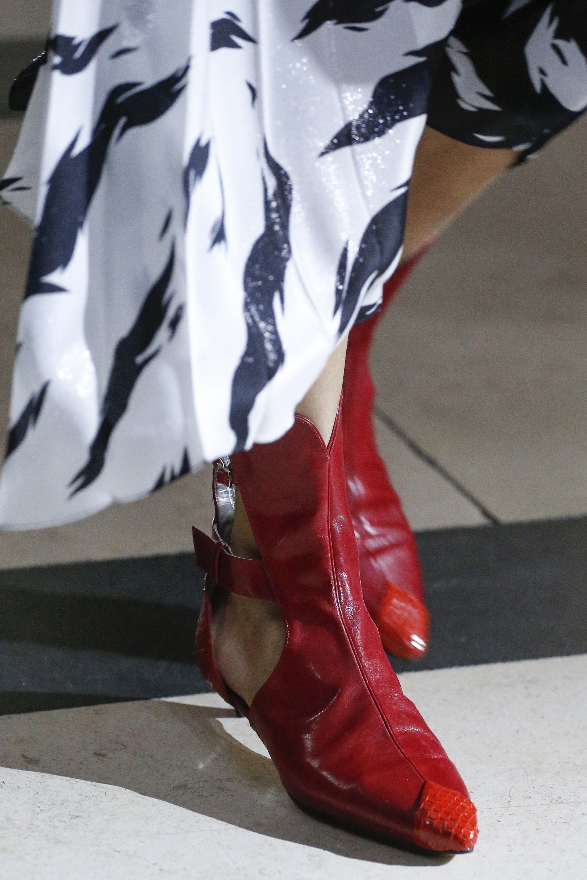 Givenchy Spring 2018 Ready-to-Wear Collection Photos - Vogue 552a1507b93ab