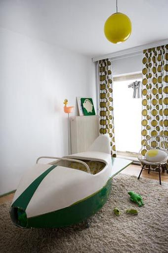Awesome mid century style kid's room - pinned by http://www.auntbucky.com  #kids #decor #midCentury