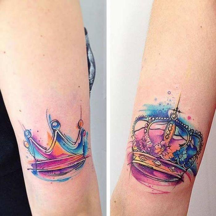 tattoos fuer partner, bunte kronen fuer sie und fuer ihn, arm tattoos fuer paare