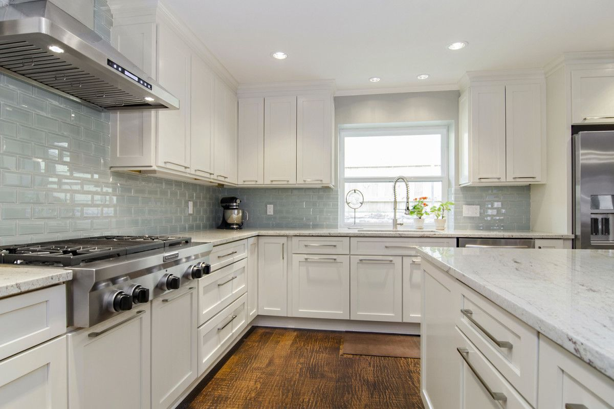 River White Granite White Cabinets Backsplash Ideas Modern Kitchen Backsplash Kitchen Backsplash Designs White Modern Kitchen