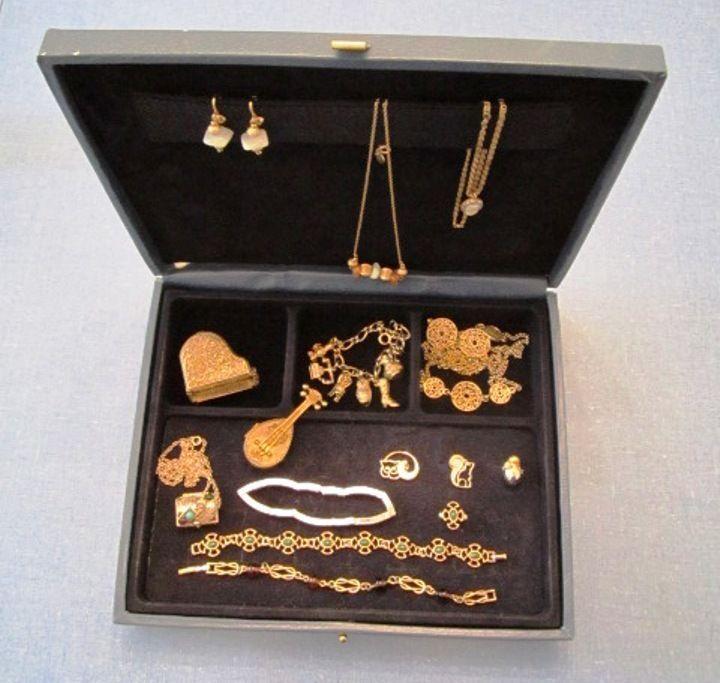 Lot of Vintage Avon Jewelry 15 Pieces and Avon Jewelry Box Vintage