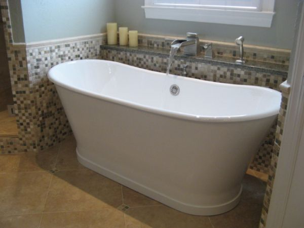 Bathrooms With Freestanding Tubs | Traditional Bathroom Featuring A Freestanding  Tub With Adjacent Shelf .