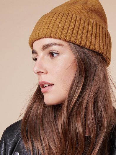 Patagonia Brodeo Beanie https   www.thereformation.com products patagonia f8aa4dc09fb2