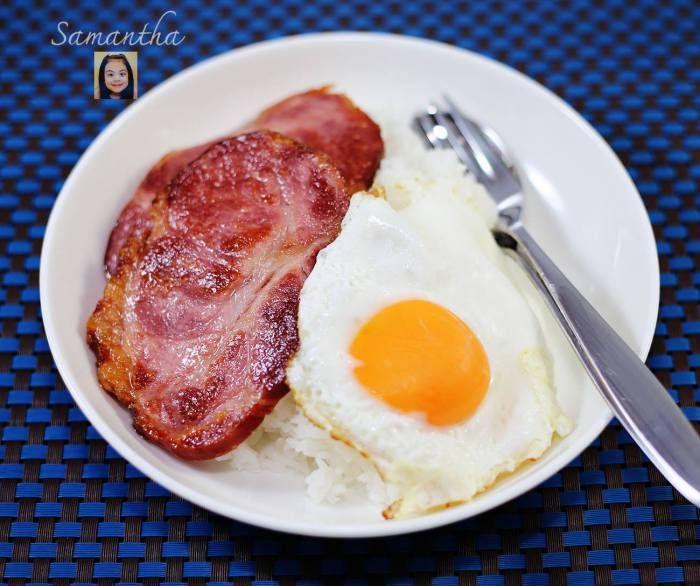 หมูทอดรมควันไข่ดาวเยิ้มๆ-Smoke Pork,Sunny Side Up Egg over Rice  http://blog.samanthasmommy.com/?p=1316