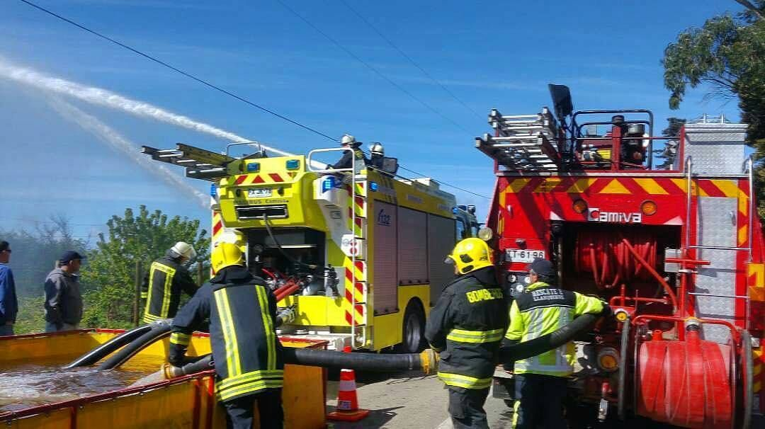 FEATURED POST   @revistaaccionbomberil -  Convoy de 800 metros de distancia con doble tendido realizado por el C.B de Llanquihue . CHECK OUT! http://ift.tt/2aftxS9 . Facebook- chiefmiller1 Snapchat- chief_miller Periscope -chief_miller Tumbr- chief-miller Twitter - chief_miller YouTube- chief miller  Use #chiefmiller in your post! .  #firetruck #firedepartment #fireman #firefighters #ems #kcco  #flashover #firefighting #paramedic #firehouse #straz #firedept  #feuerwehr #crossfit  #brandweer…