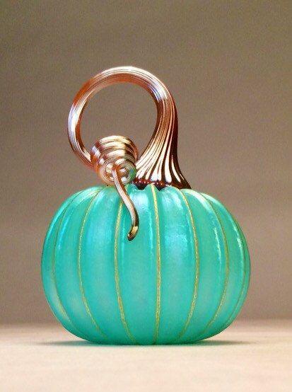 Jack Pine Hand Blown Glass Pumpkin Small por jackpinestudios