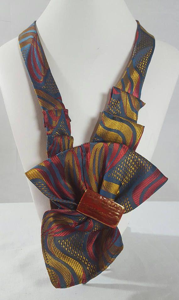 Sutura manual collar hecho con una corbata dise o de for Disenos de corbatas