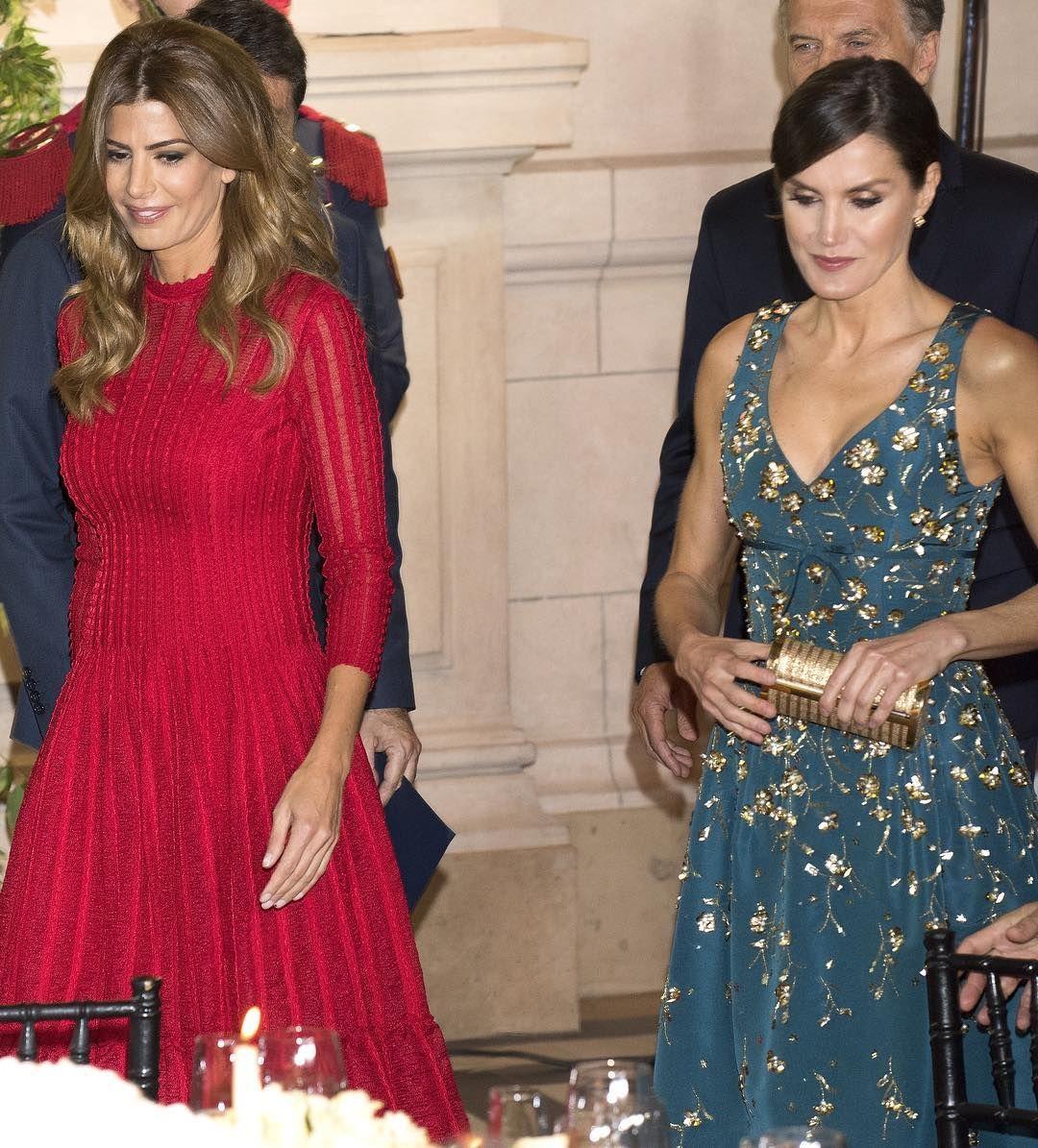 Los Reyes Están De Viaje Oficial En Argentina Y Para La Primera Cena De Gala Estos Han Sido Los Looks Elegidos Por Letizia Queen Letizia Letizia Ortiz Fashion