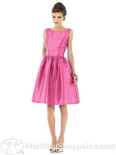 Este estilo de vestido me gusta,sencillo y elegante,creo que solo en eso quedara!!!!!!!
