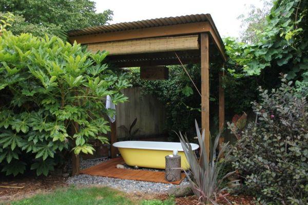 entspannende badewanne im garten genie en garten feuer wasser pinterest garten badewanne. Black Bedroom Furniture Sets. Home Design Ideas