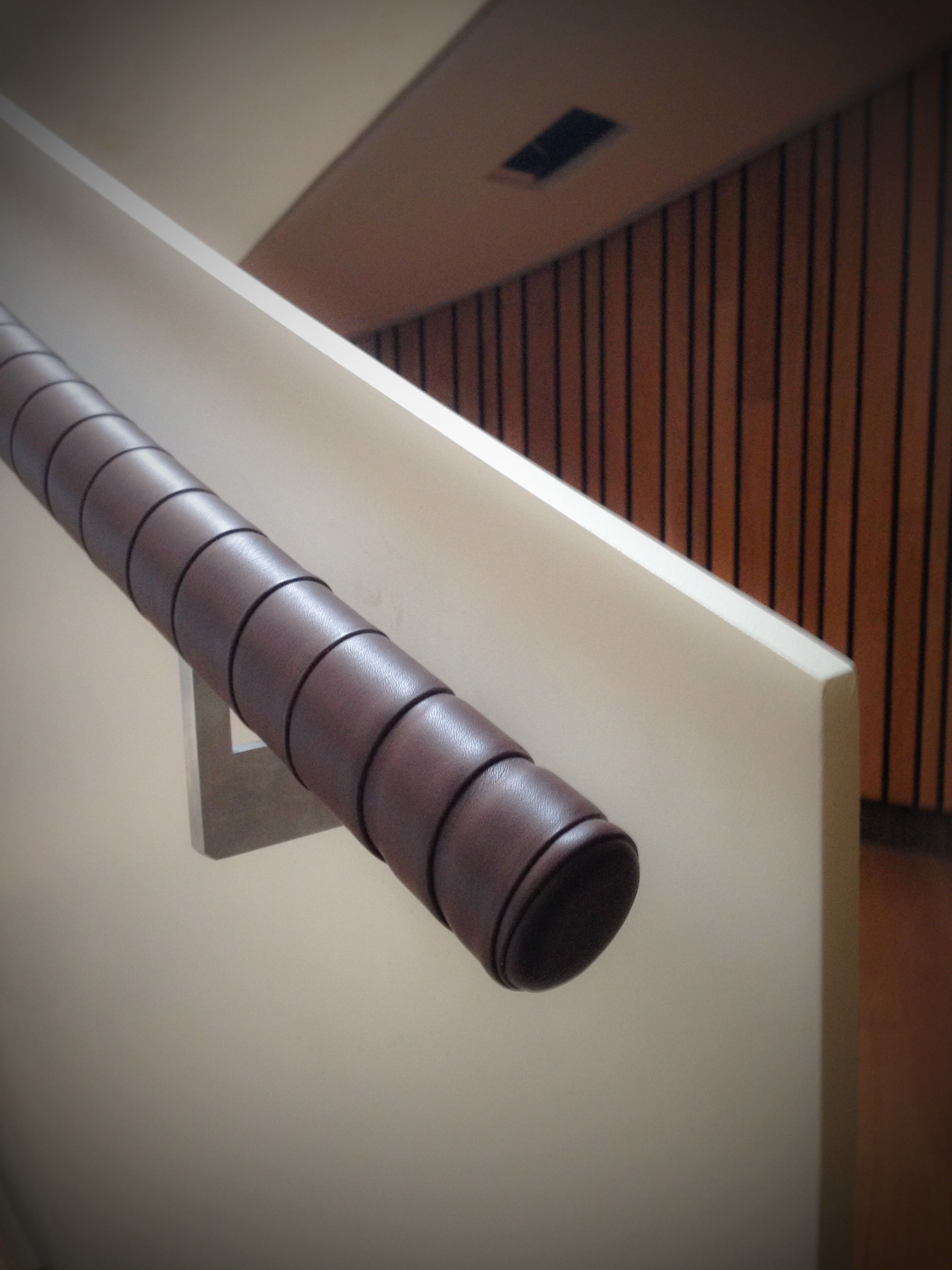 Harcourt London : Overlapped leather handrail,