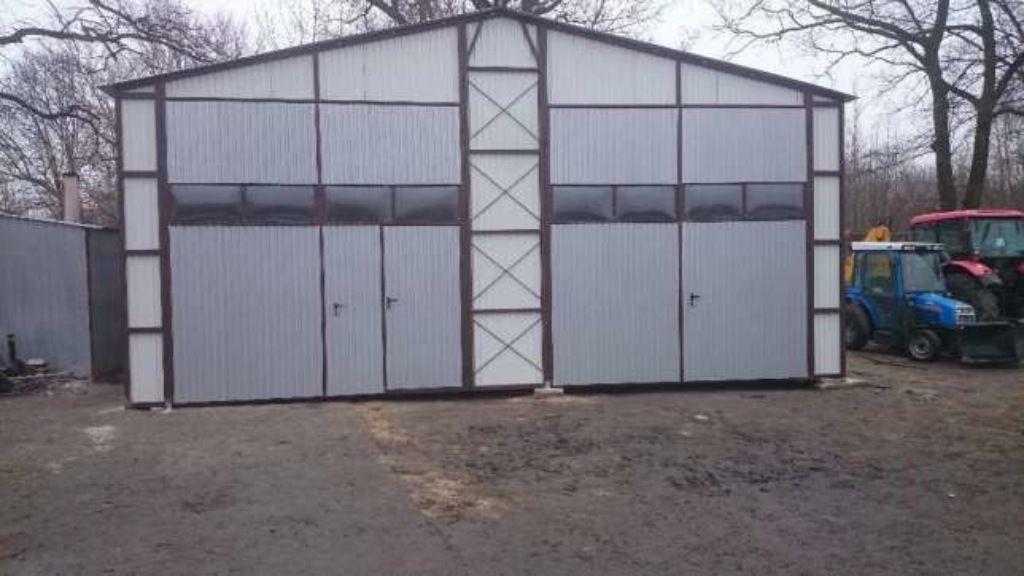 Das ist eine #Garage aus #Blech. Im Angebot sind auch #Metallgaragen ...