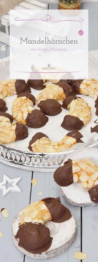 Leckere Mandelhörnchen mit feinem Marzipan | Miss Fancy - Rezepte für jeden Tag #christmascookies