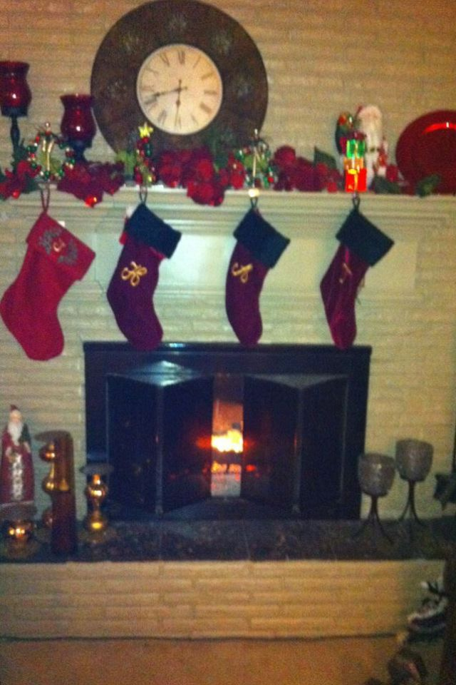 Christmas mantle Very simple to put together thanks to hobby
