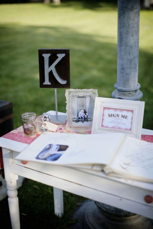 la table du livre d\'or | Guest book table, Table decorations and ...