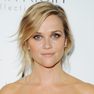 Prime Master Reese Witherspoons Shimmery Makeup Look For New Years Eve Short Hairstyles For Black Women Fulllsitofus