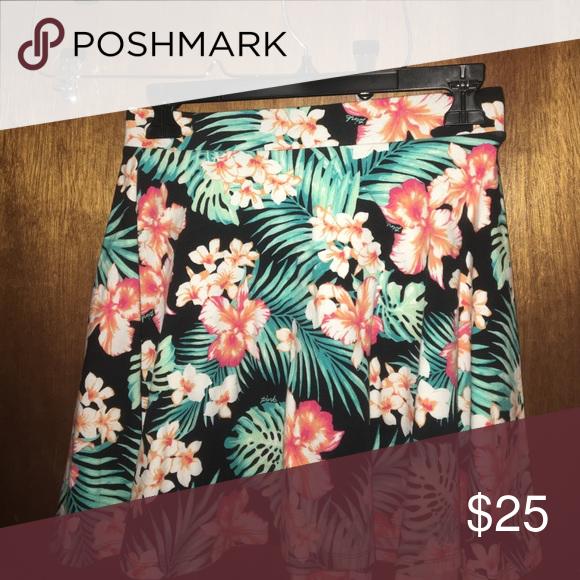 flower printed skirt flower printed flowy skirt PINK Victoria's Secret Skirts Mini