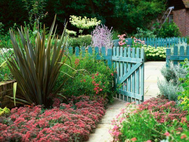 Garten anlegen vorgarten idee hellblau gartenzaun for Idee gartenzaun