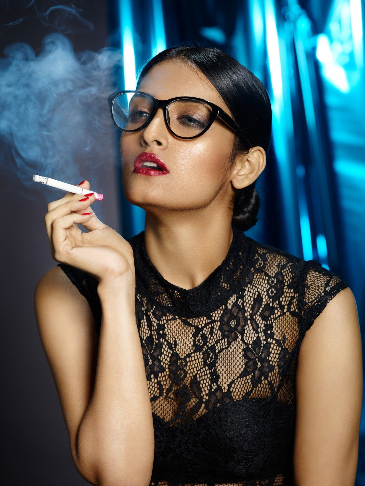 Ebony shemale smoking cigarette