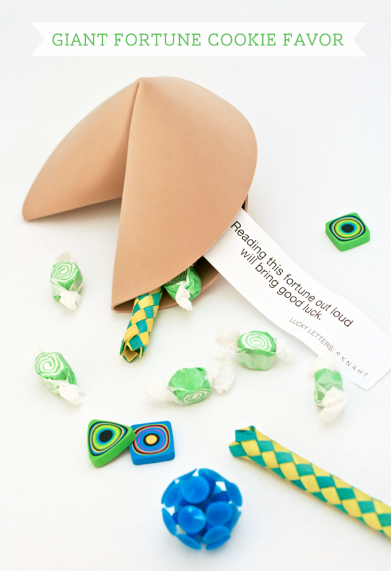 tutorial: Giant Fortune Cookie Party Favor