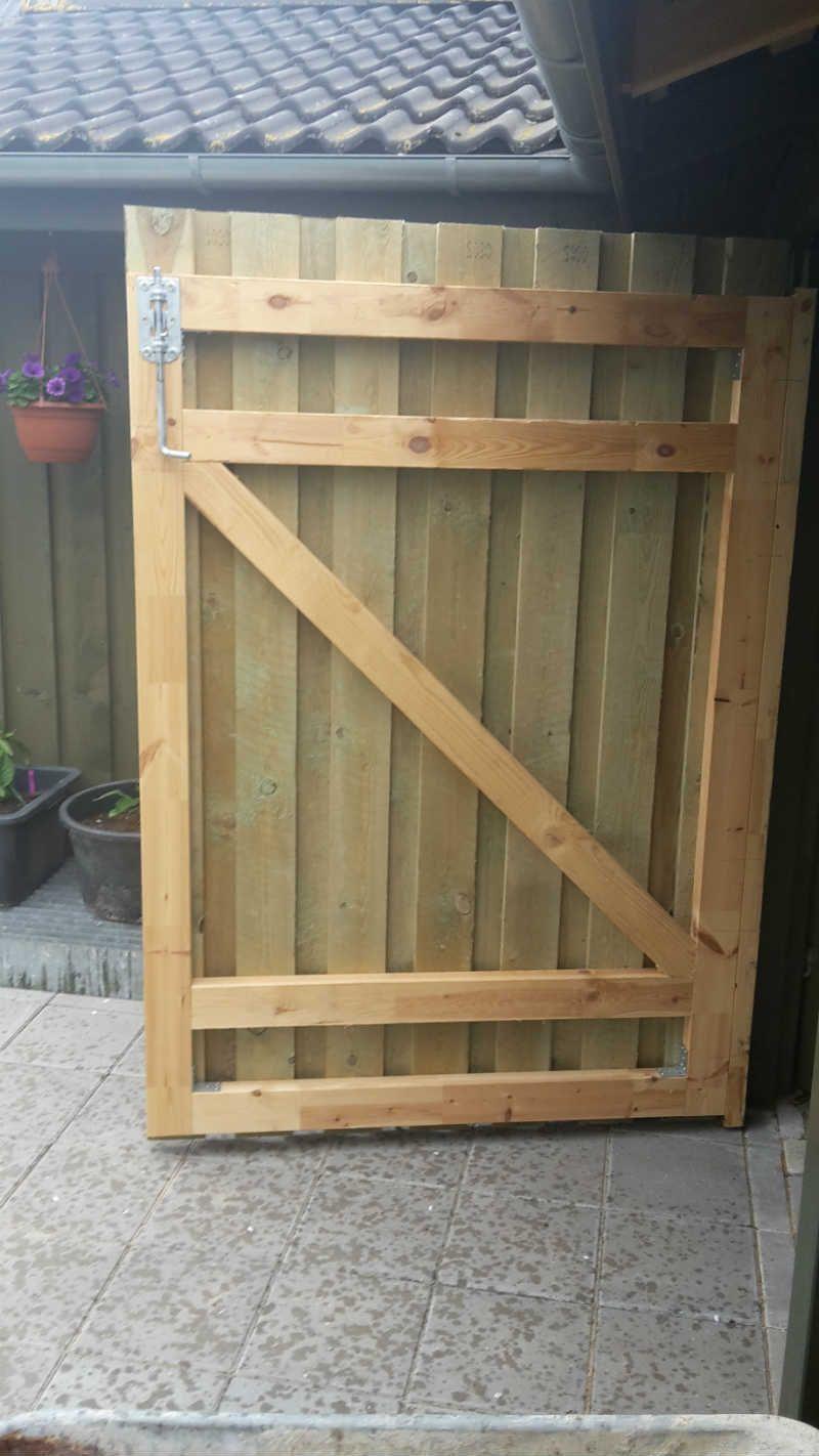 Inside Of Gate Inderside Af Port Inside Of Gate Woodendoorscartoon Woodendoorscrafts Woodendoorsdouble Building A Wooden Gate Diy Door Diy Garage Door