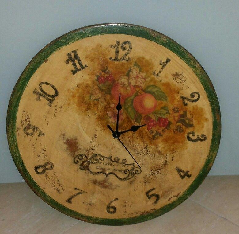 """Orologio in legno """"vecchio bistrot"""" con decoupage pittorico."""