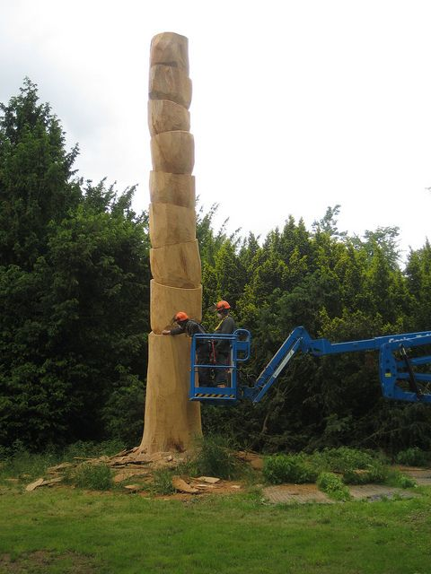 I wonder if he's finished it yet? David Nash at Kew Gardens by AndyRobertsPhotos, via Flickr