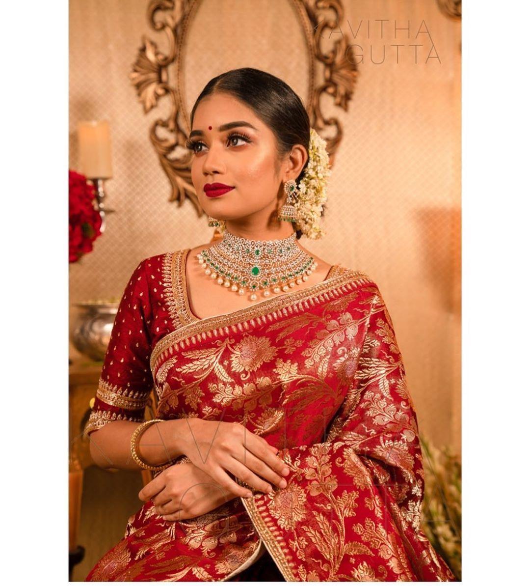 "Photo of Luxury Bridal Atelier on Instagram: ""Golden weaves . ✨  Jewellry: @manjulajewellers 💎  Pc: @kannasrihari Decor: @partywithjoandco Makeup: @ronan_mili Model:@the.styleseeker •…"""
