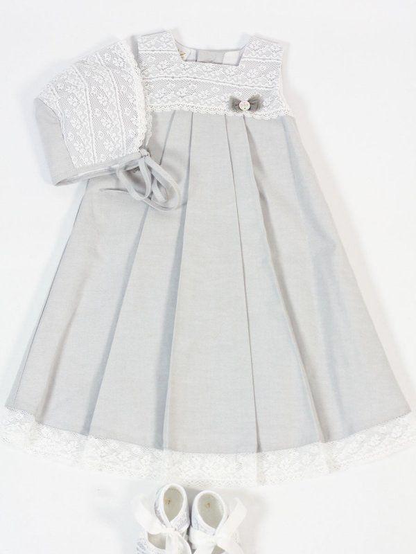 38380148d Faldón de tela gris con encaje blanco y puntilla. Capota a conjunto . Paz  Rodríguez.   Buy Christening baby Gown with bonnet Belan Shop online   tienda ...