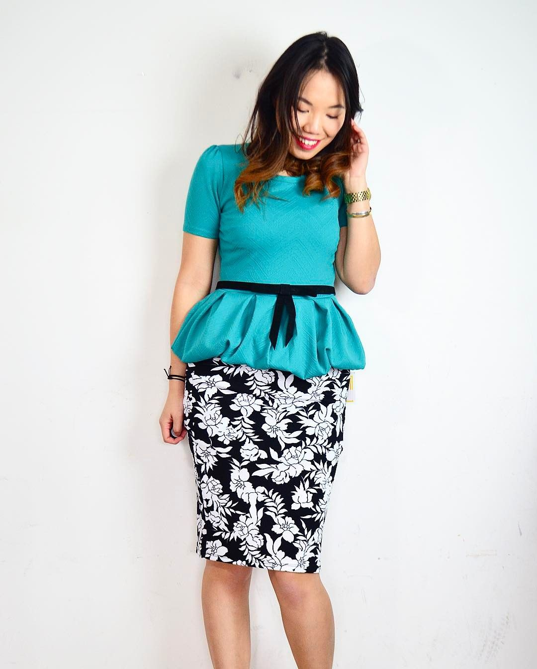f193671fd09f2 Transform the LuLaRoe Amelia dress into a Peplum top to wear with the  Cassie skirt! Click the picture for the Youtube tutorial  lularoe  amelia   dress ...