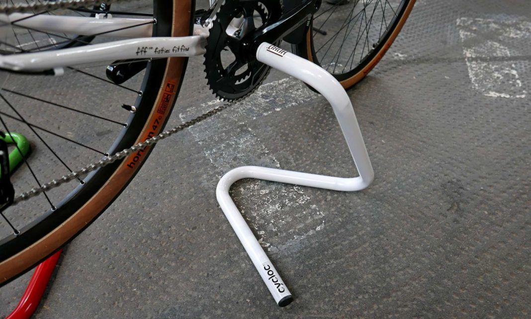 Cycloc Hobo Bottom Bracket Bike Work Stand Center Stand Holding Surly Detail Bike Work Stand Bike Stand Bike