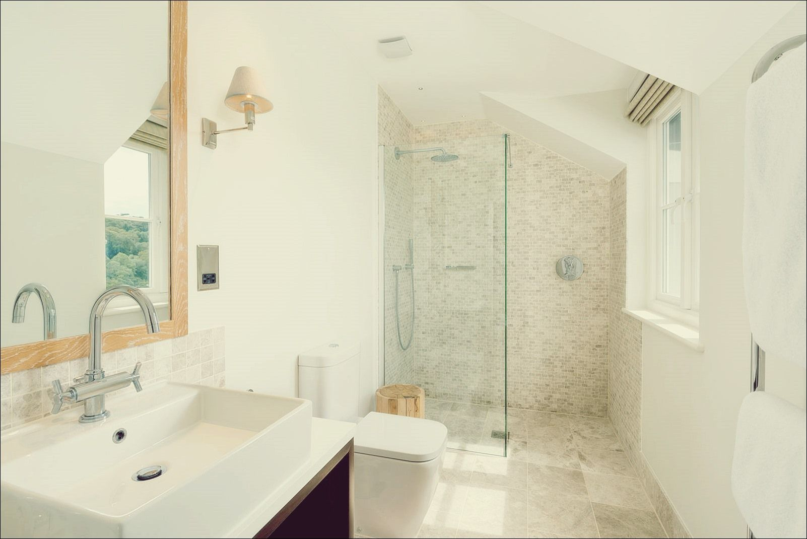 10 Begehbare Dusch Designs Zur Aufwertung Ihres Badezimmers Badezimmer Modernes Badezimmerdesign Und Badezimmer Design