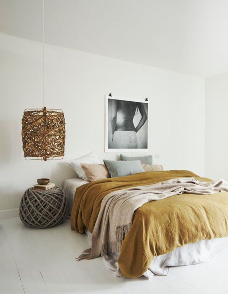 la chambre blanche en 15 fa ons elle d coration pinterest casa oscura mesitas de. Black Bedroom Furniture Sets. Home Design Ideas