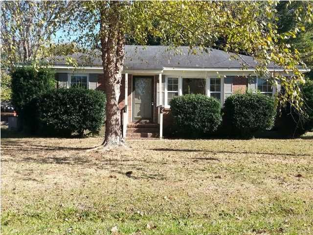 An adorable brick home in a well-established neighborhood, this home is ready for move-in! Great for either a starter home or as a rental. Well maintained by the same owner for the past 23 years.