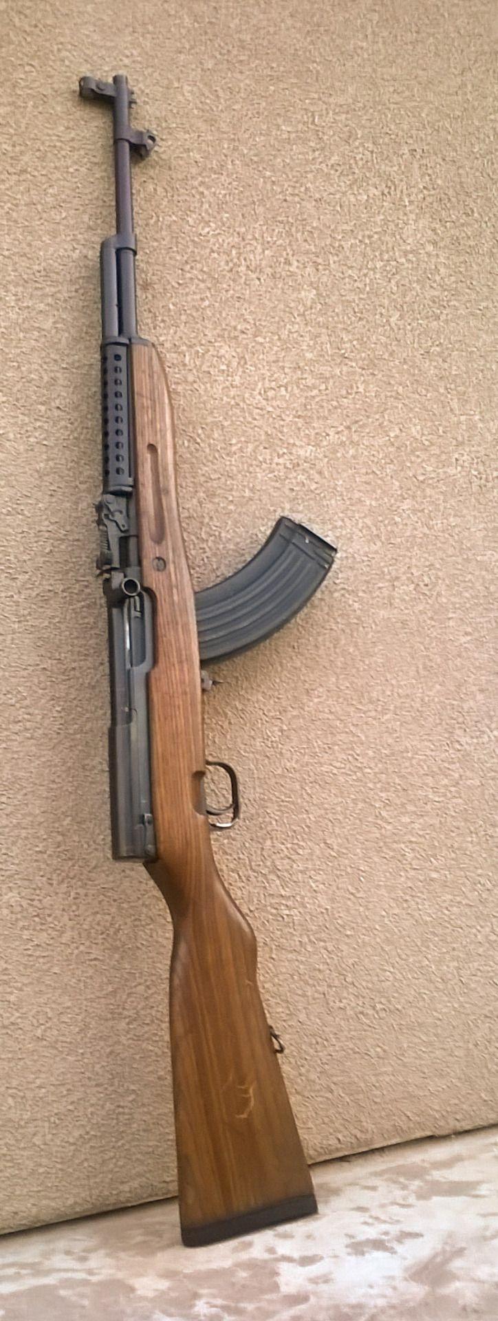 SKS - A SKS é uma espingarda semiautomática de origem soviética de calibre 7.62x39mm, criada em 1945 por Sergei Gavrilovich Simonov. Para ver mais fotos sobre esse mesmo assunto aperte/click no meu nome:@DeyvidBarbosa (DK) e procure a pasta SKS.