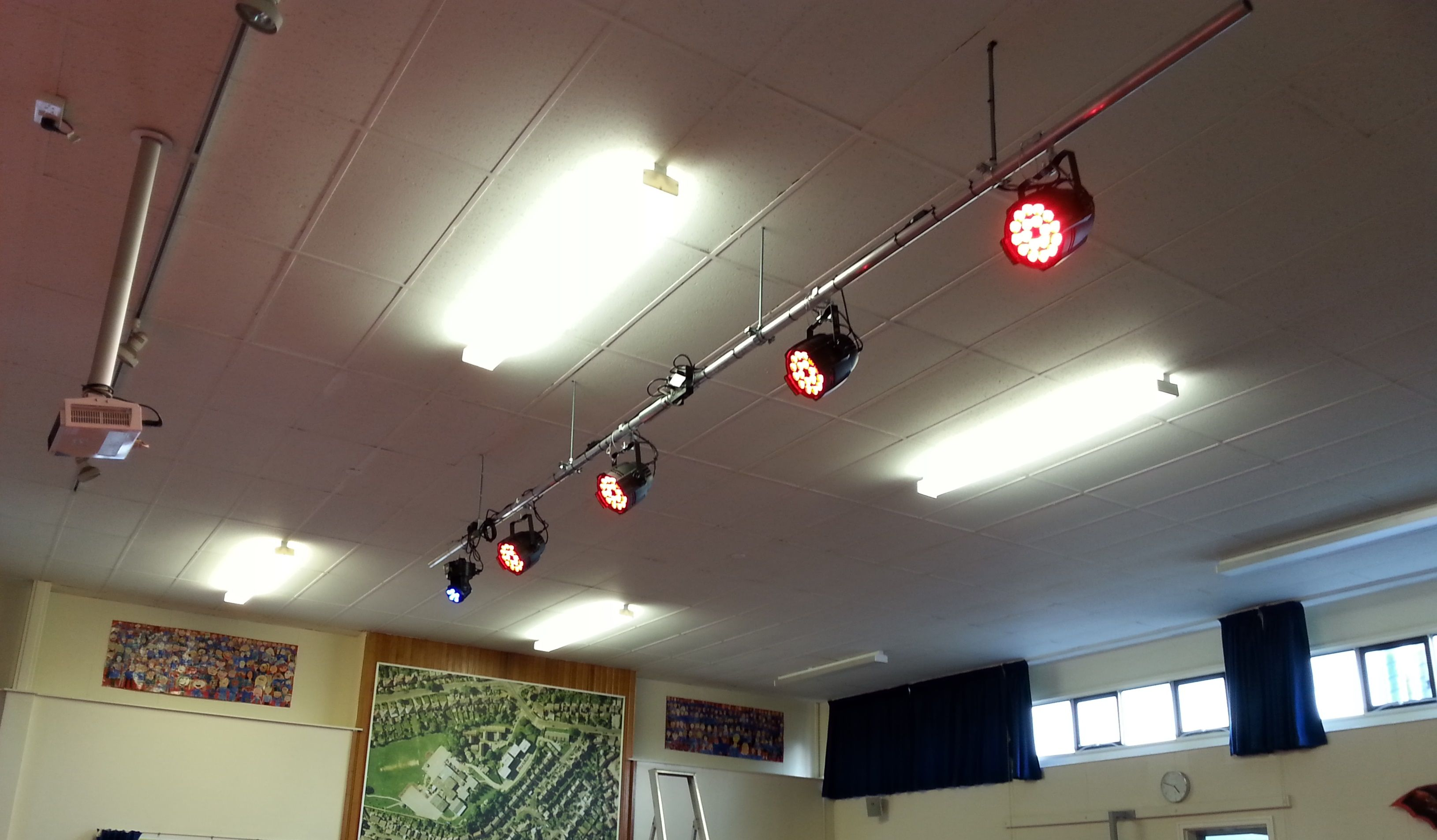 Installation at the head with led lighting - Lighting Bar Installation 4 X Led Pars And 1 X Led Moving Head