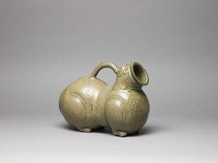 Huzi (chamber pot in animal form), Western Jin Dynasty, 3-4thC AD, Yue kiln site.  Stoneware.
