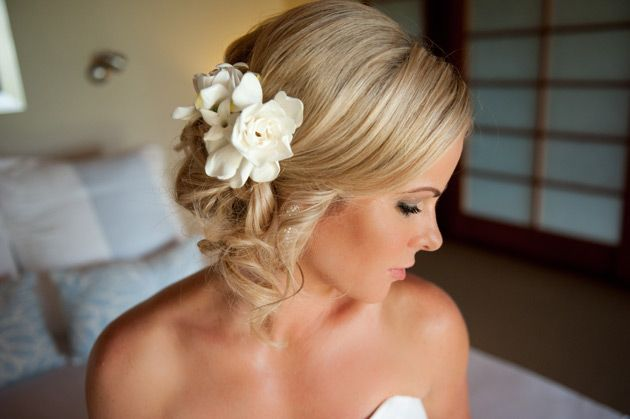 close up of the bride in side profile