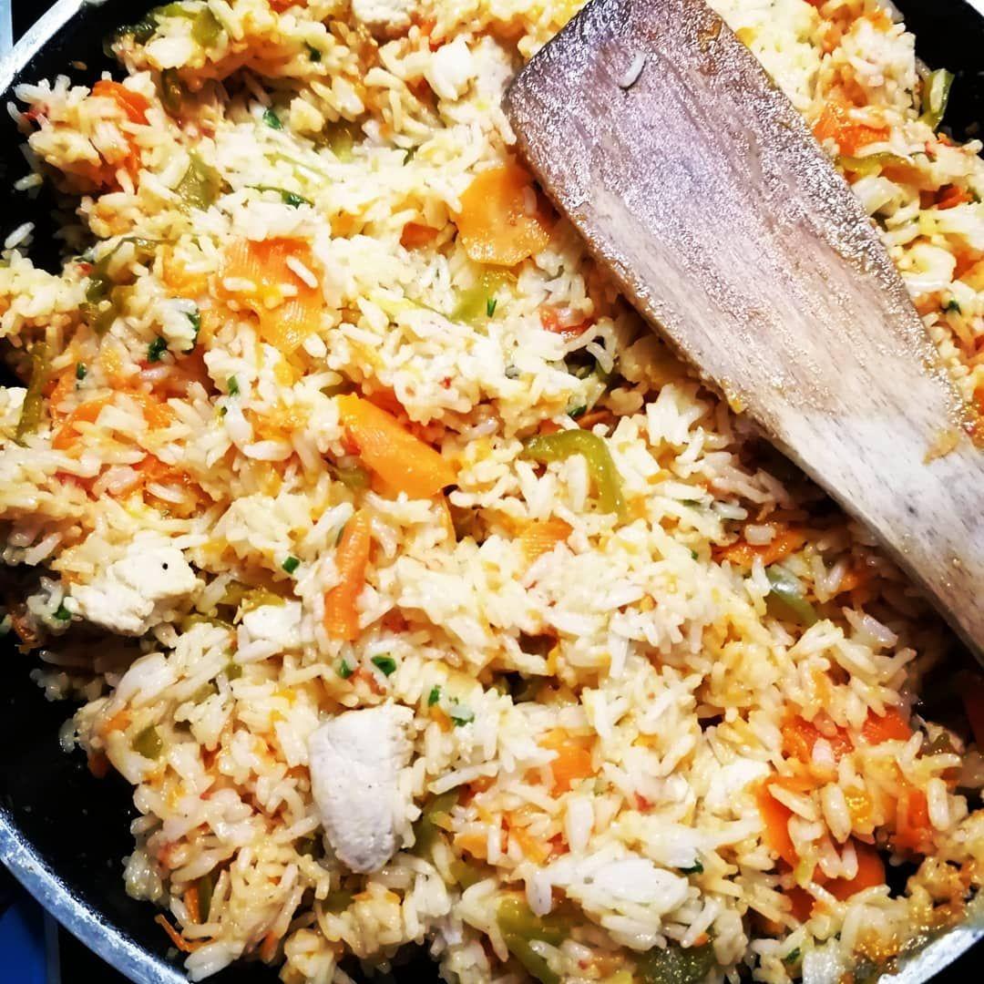 Reispfanne mit Hähnchen und Gemüse aus dem eigenen Garten 👩🌾🍅🥕🍚 . .
