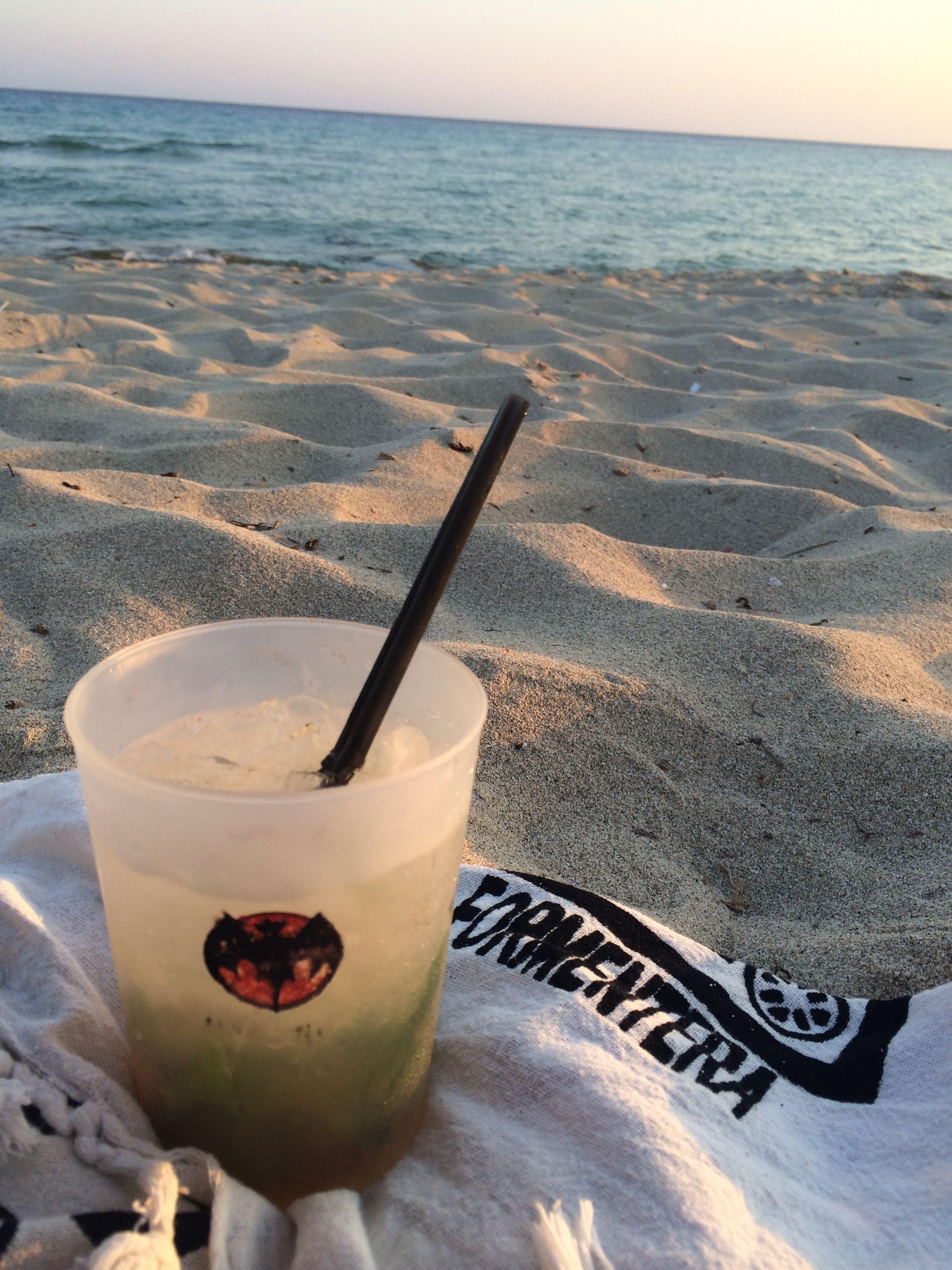 Cosa c'è di più bello che un aperitivo dopo una giornata di sole e mare a Formentera? In questo post trovate i locali migliori dove prendere l'aperitivo!