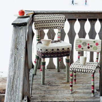 Des chaises habillées de tricot // chairs dressed up with knitting
