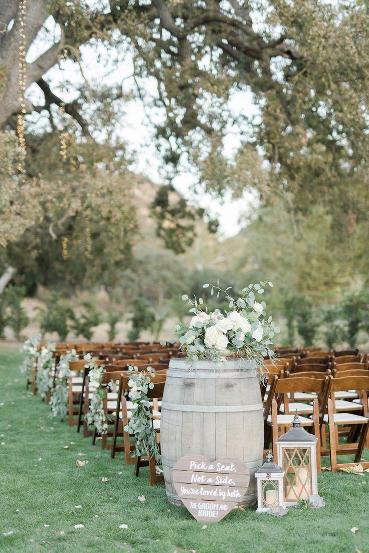 Eine rustikale Hochzeit an den Triunfo Nebenfluss-Weinbergen - mit Federn versehener Pfeil-Hochzeits-Planung -  # #ceremonyideas