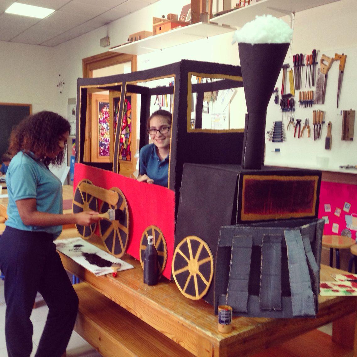 SECUNDARIA. Tren elaborado por alumnos de plástica de 3 ESO.